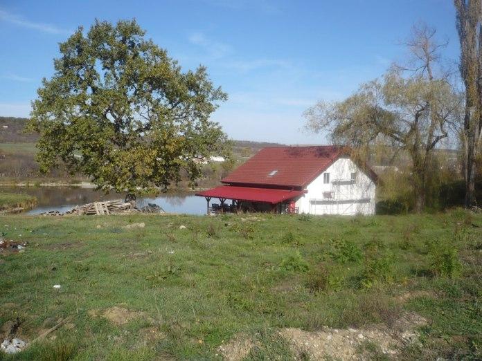 Lacul si casa ilegala