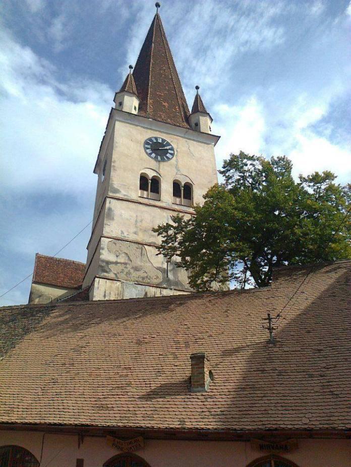 Cad zidurile turnului