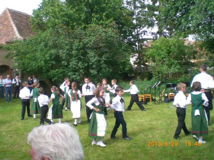 Dans al copilasilor sasi
