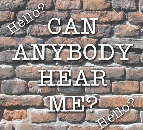 Ma aude cineva acolo dincolo de zid