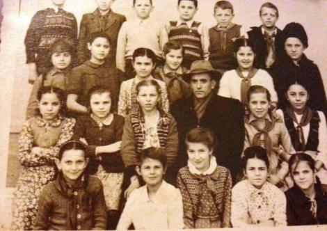 Profesorul Buta si cativa elevi de-ai sai 1930