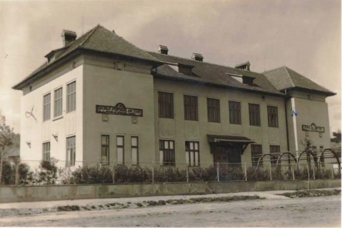Scoala1 sau Marele Voevod Mihai la 1942