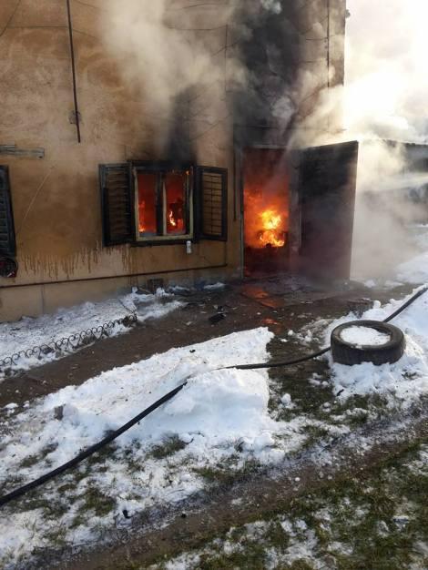 Incendiu stins cu furtun de gradina